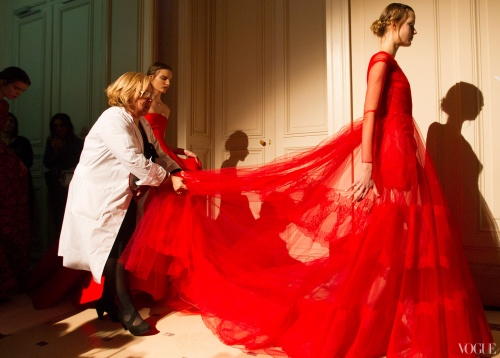 10_Valentino-HC-LZ2013-Red-behind-the-scenes-Vogue-Photographed-by-Kevin-Tachman