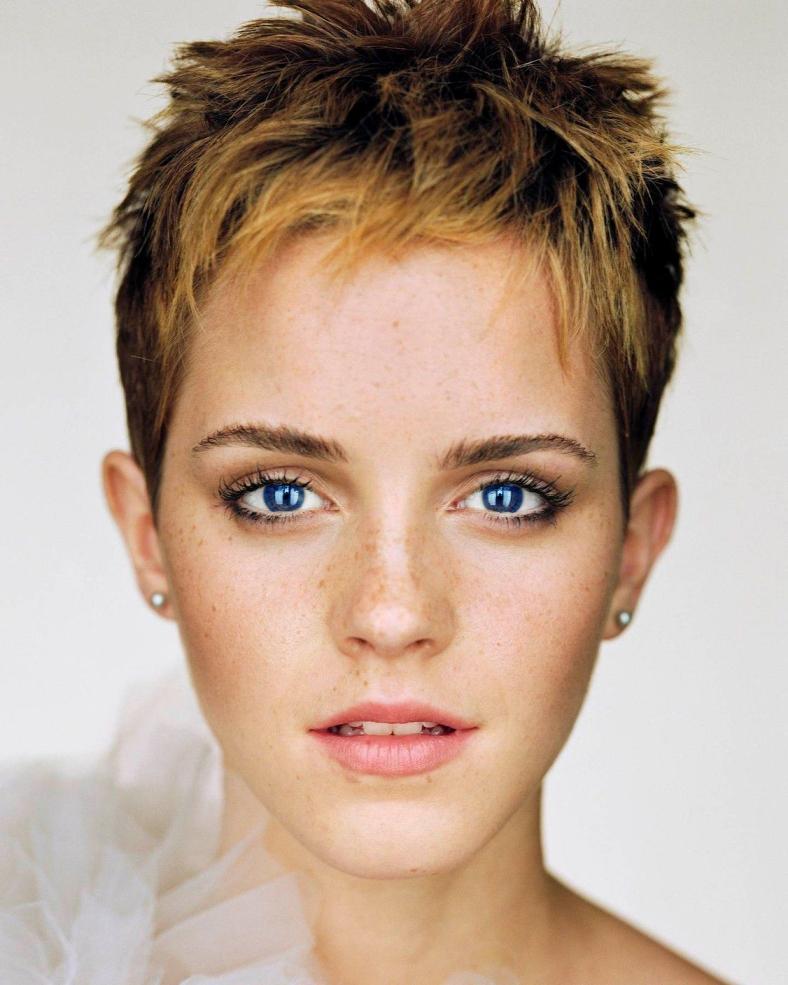 24_Blue-eye-emma-emma-watson-33681388-1126-1408