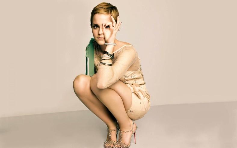 8_Emma-Watson-05-900x1440