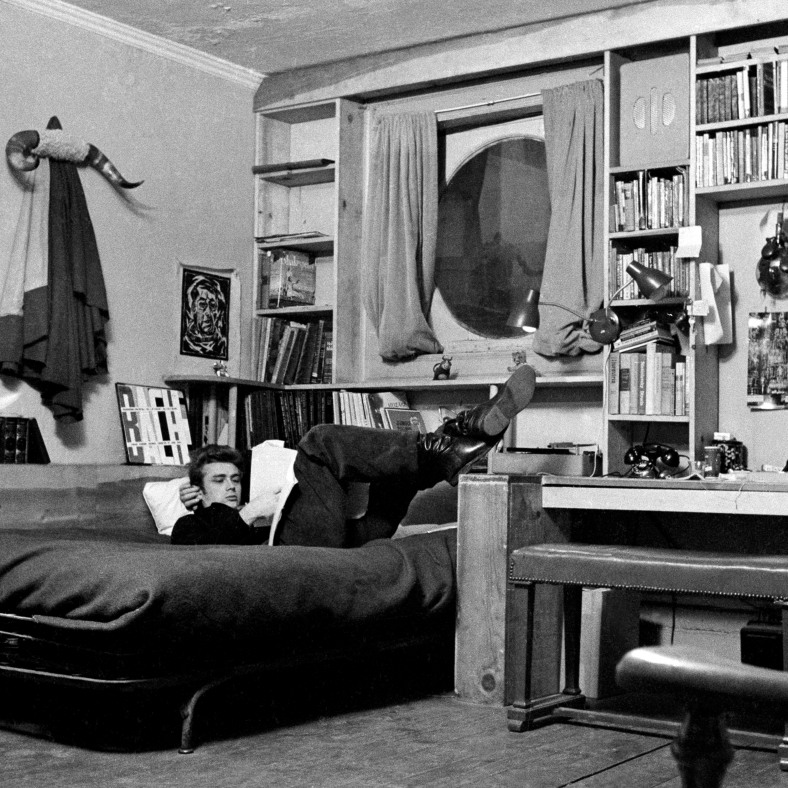 USA. New York City. 1955. James DEAN in his apartment on West 68th Street.